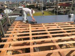 木造住宅の屋根~遮熱シート張り~