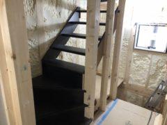 階段施工 (写真2枚)
